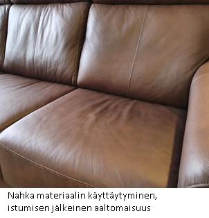 Nahkan käyttäytyminen sohvan istuin-ja selkätyynyssä